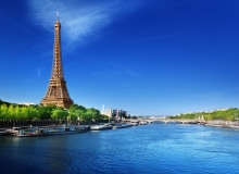 What river is beside the Eiffel Tower?